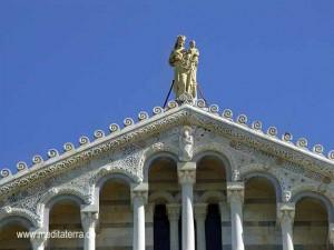 Madonna mit dem Kind - Westfassade Dom in Pisa