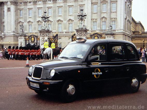 Schwarzes Taxi im London