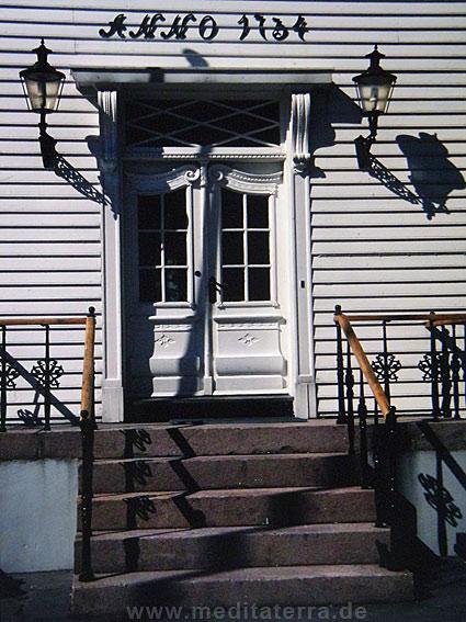 Weiße Kapitänsvilla an der Südküste Norwegens - schöne Haustür