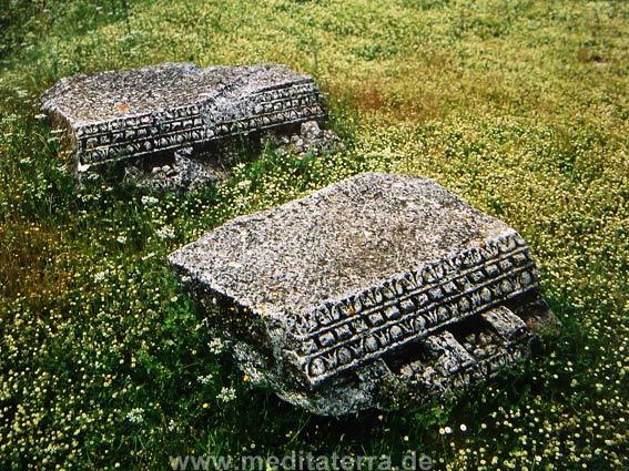 Antike Steine in Nesactium auf Istrien
