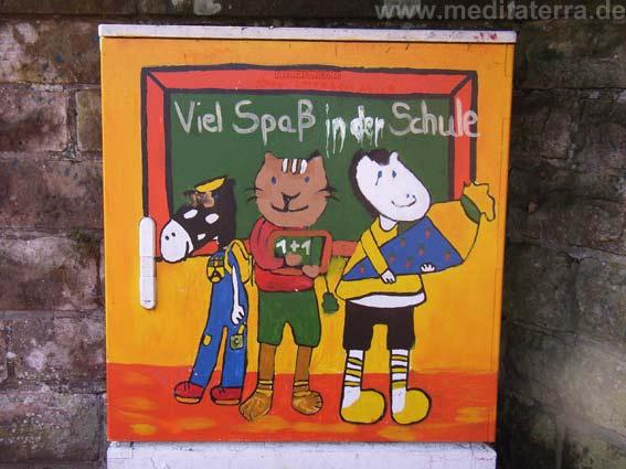 Kinderzeichnung auf Stromkasten