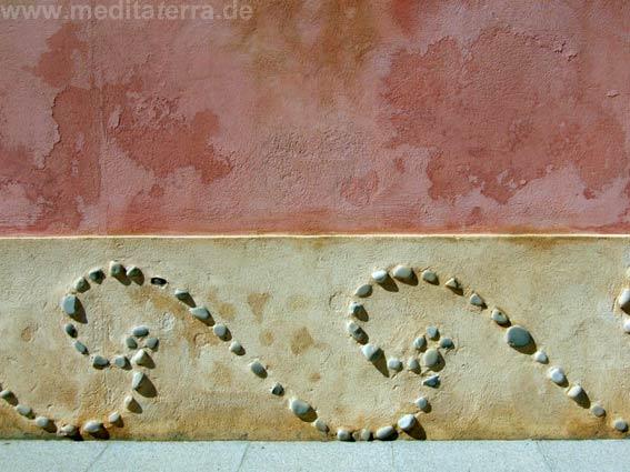 Kunstvoll verzierte Wand