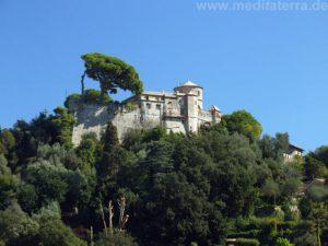 Hoch auf dem Berg das Castello Brown in Portofino, Italien