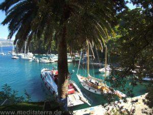 Die großen Yachten dürfen in Portofino nicht fehlen.