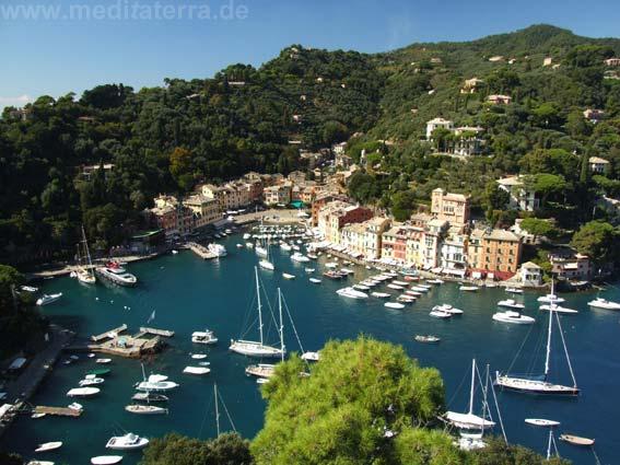 Blick auf die Hafenbucht in Portofino