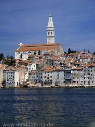 Fischerort Rovinj mit Wallfahrtskirche - Kroatien