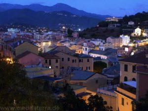 Auch am Abend lohnt sich ein Spaziergang auf dem Montebello mit herrlichem Ausblick auf Sestri Levante