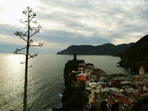Blick auf das Cinque Terre-Dorf Vernazza