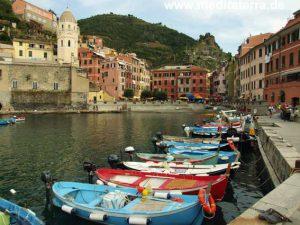 Am Hafen im Cinque Terre-Dorf Vernazza