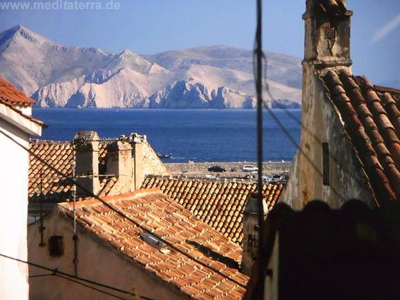 Seebad Baška mit Blick zur Insel
