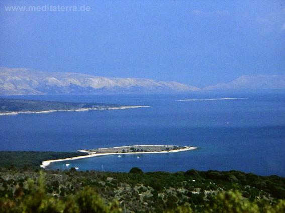 Blick von der Insel Cres zur Insel Krk