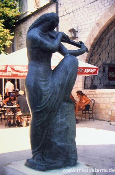 Skulptur in den Gassen von Osor - Insel Cres