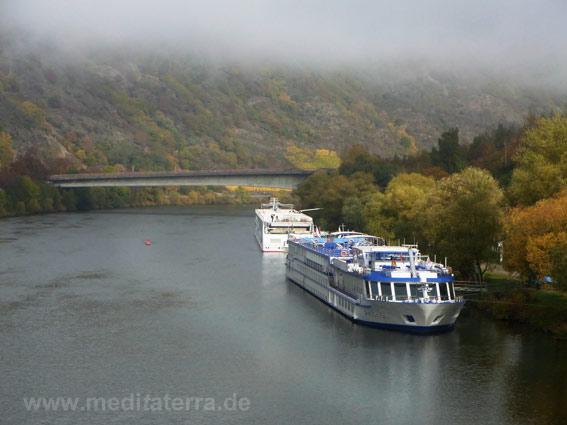 Kreuzfahrtschiff an der Mosel