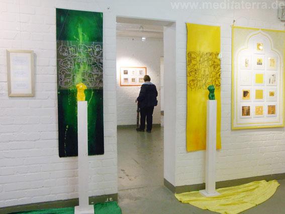 """Farbräume Gelb und Grün in der Ausstellung """"Faszination weltweiter Kunst, Farbe und Meditation"""""""