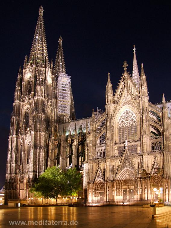 Zu Heines Zeiten besaß der Kölner noch noch keine Türme