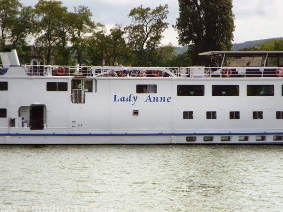 Ausflugsschiff am Rhein
