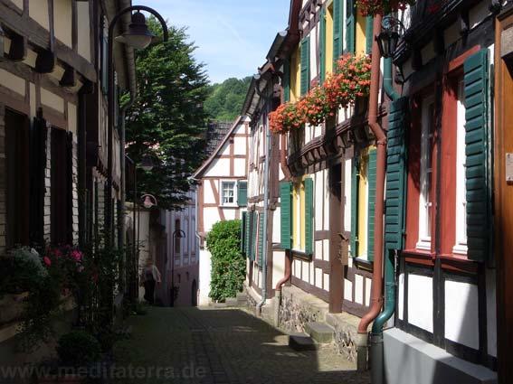 Romantisches Fachwerkgässchen in Unkel am Rhein