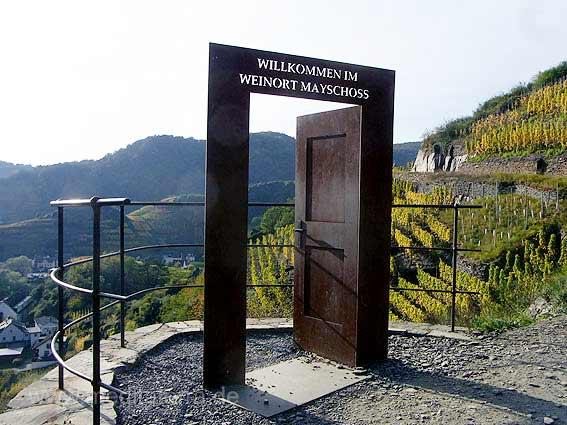 Rotweinwanderpfad bei Mayschoss