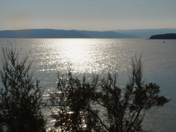 Vom Bussbahnhof an der Kapuzinerkirche, vom Flughafen oder vom Hafen in Rijeka gelangt man in die Kvarner Inselwelt